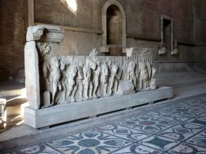 Plutei di Traiano: curia fregio sinistro