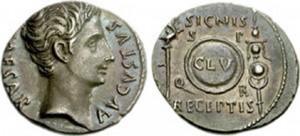 Denario coniato dalla zecca di Colonia Patricia sotto l'imperatore Augusto nel 19 a. C. dove al rovescio è presente il Clipeus Virtutis e due insegne miliari