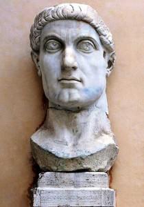 Statua colossale di Costantino conservata nei musei capitolini di Roma