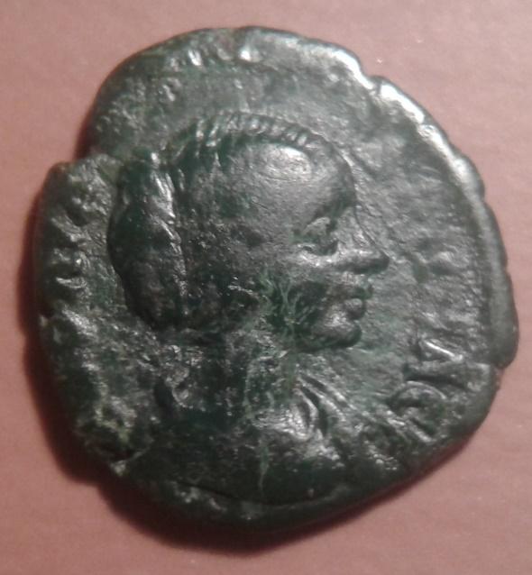 Medio bronzo della zecca provinciale di Galatia: Faustina II, dritto