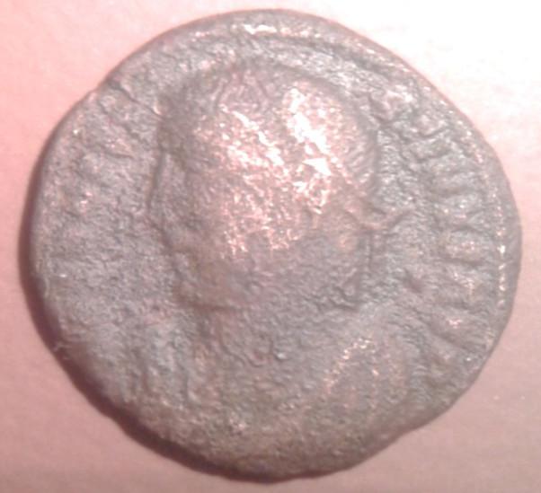 Medio bronzo IV secolo d.C. dritto